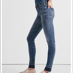 Ava Leggings mid-rise with a distressed hem